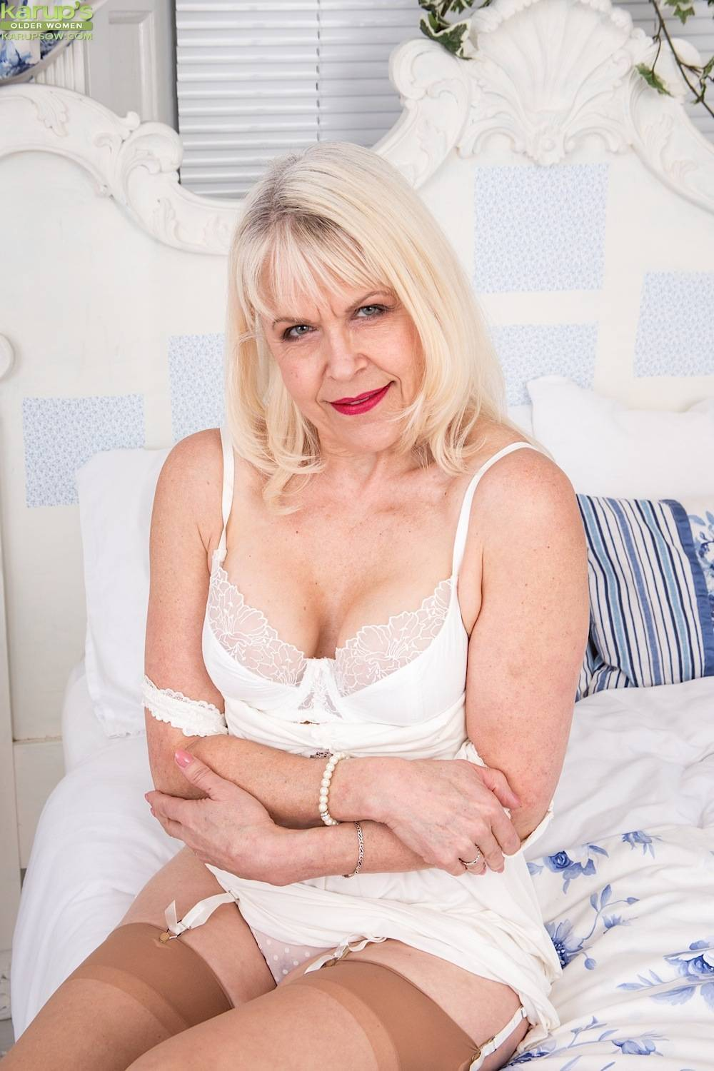Busty granny Margaret Holt naked in beige stockings at Karupsow