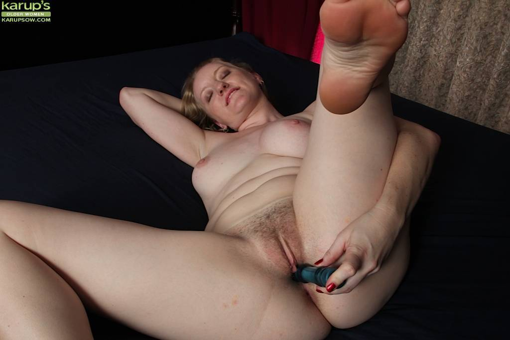 Anya Volcov Stuffs Her Mature Pussy With Sex Toy At Karupsow