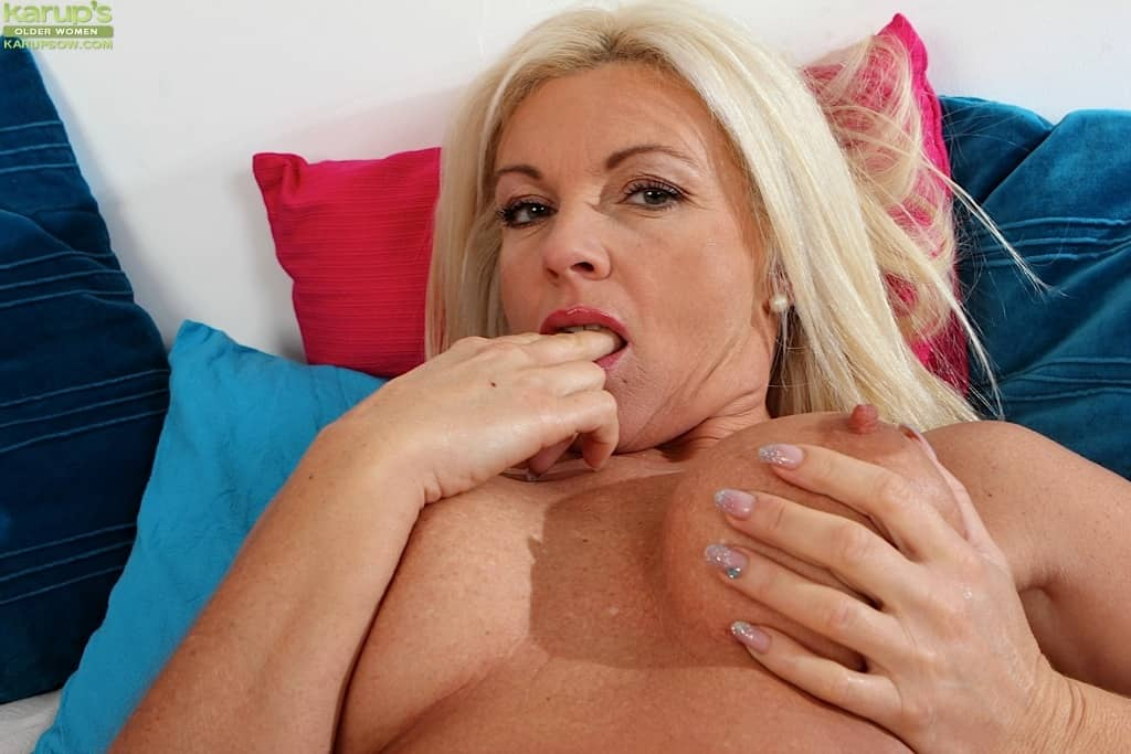 Busty Blonde Cougar Casey Szilvia Fingering Older Wet Pussy At Karupsow