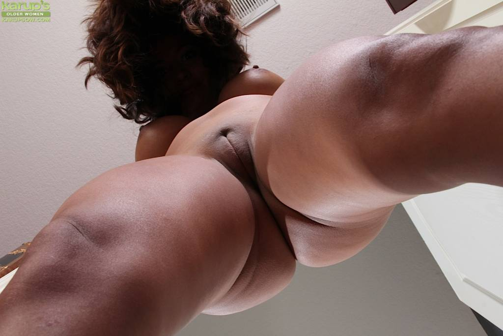 Busty Abby Melon Spreads Her Shaved Mature Pussy At Karupsow