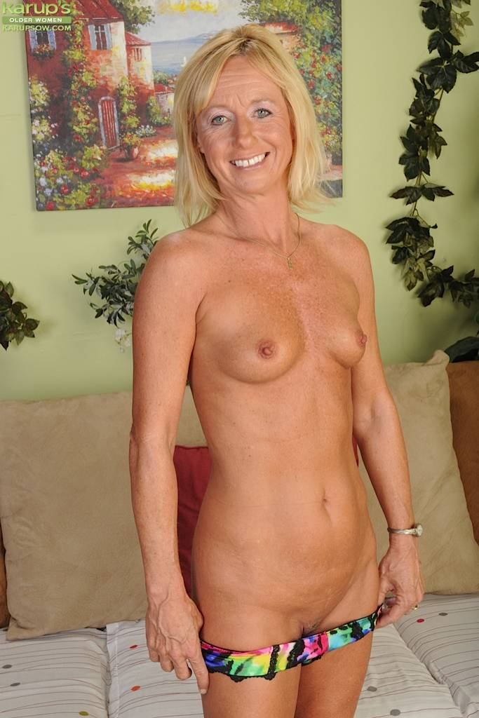 Blonde Wife Casey Ivy Strips Off Her Tight Jeans. At Karupsow