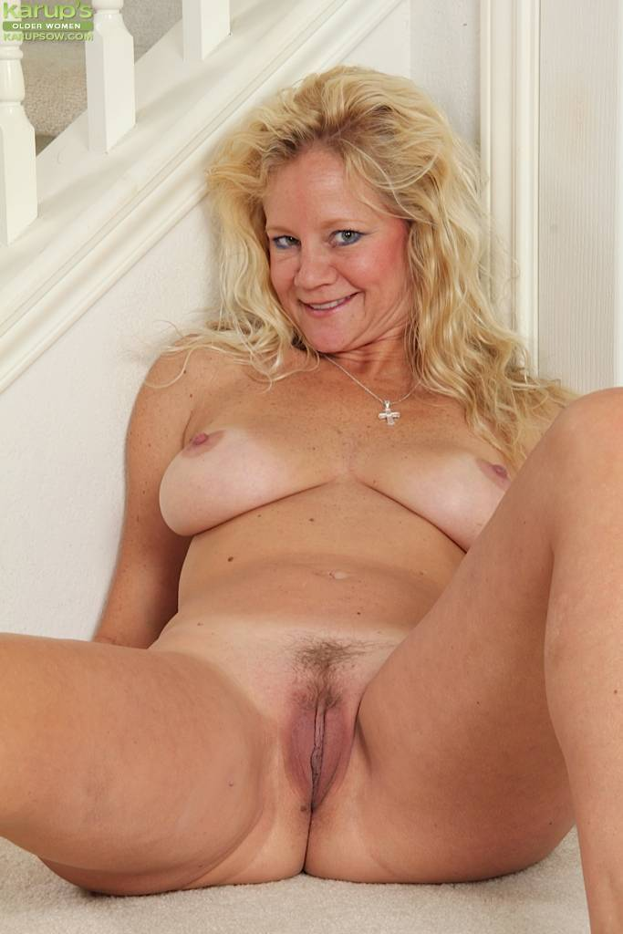 Blond Housewife Ali Jones Exposes Her Trimmed Pussy At Karupsow