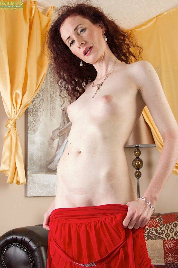 Mature Redhead Scarlet Martini Jams Her Pussy With Big Pink Dildo At Karupsow