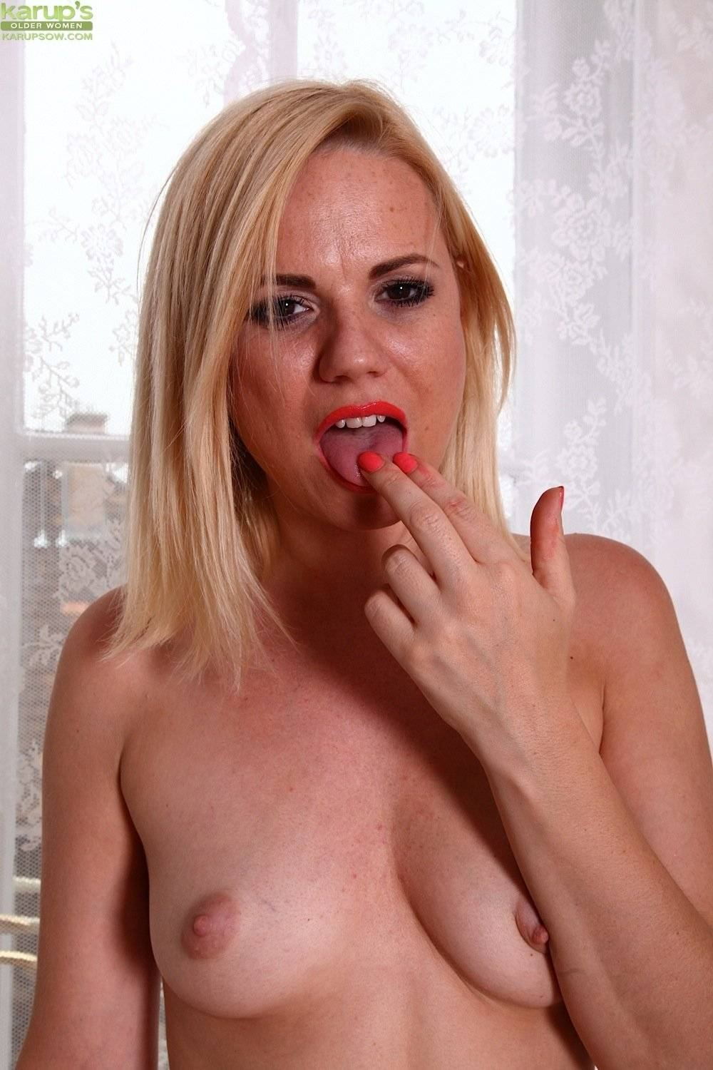 Stunning blonde MILF Yasmine Gold two fingers deep in her box at Karupsow