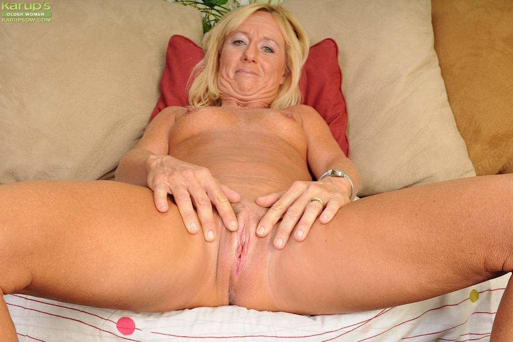 Blonde Wife Casey Ivy Strips Off Her Tight Jeans At Karupsow