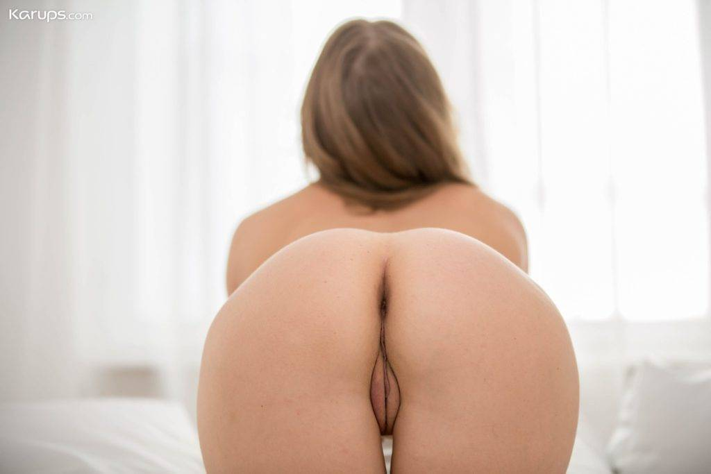 Stunning Milf Nicole Pearl Shows Off Her Incredible Bare Ass At Karupsow