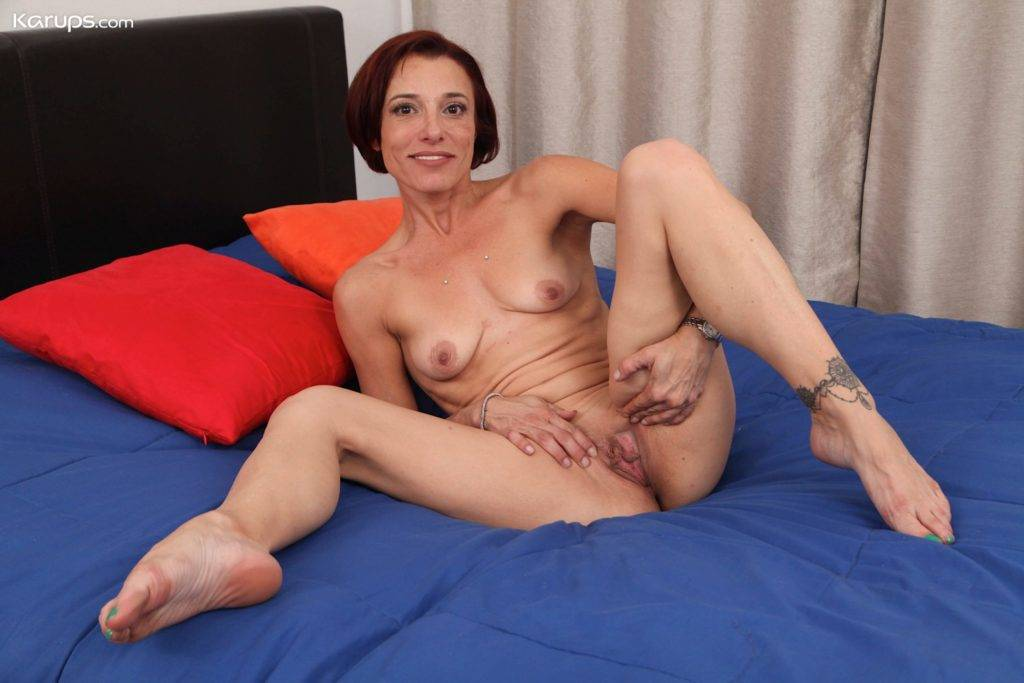Small Breasted Mature Babe Stella Banks Spreads Pussy At Karupsow