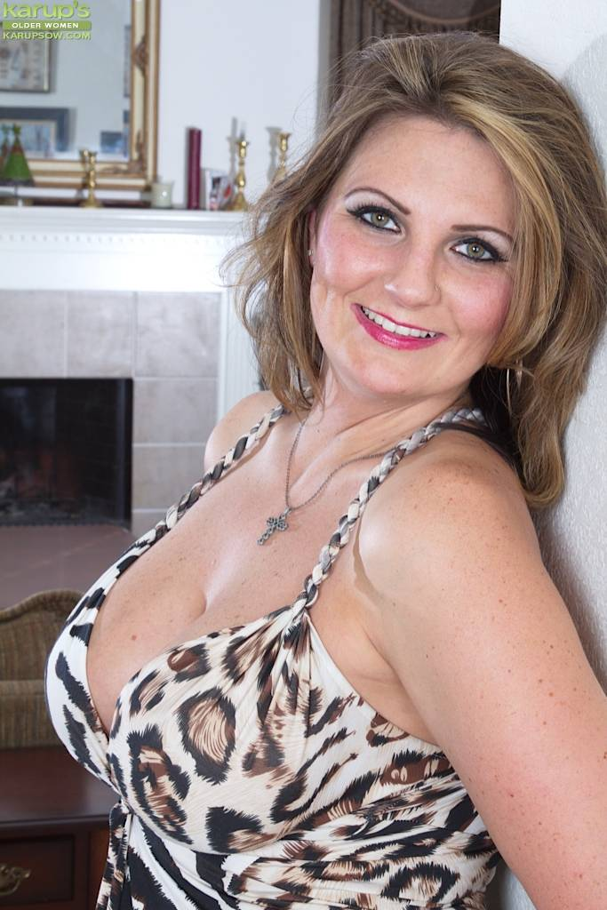Horny Wife Cherrie Dixon Exposes Her Big Mature Tits At Karupsow