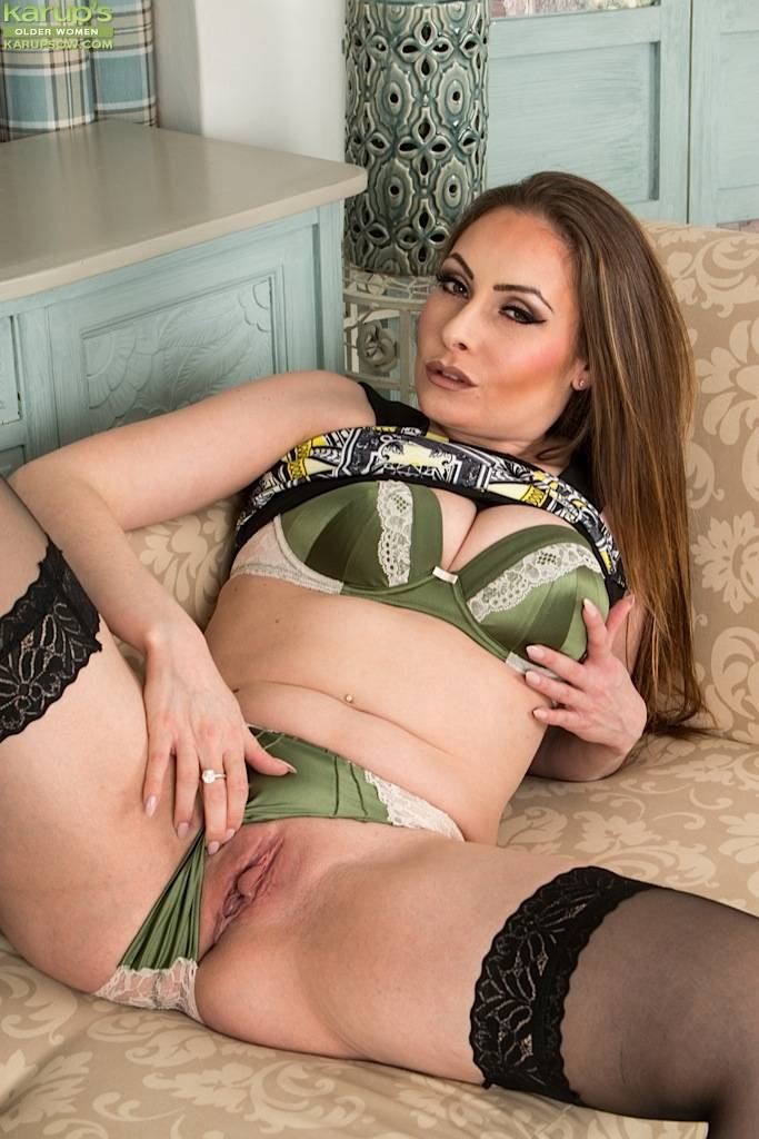 Busty Mature Babe Sophia Delane Naked In Black Stockings At Karupsow