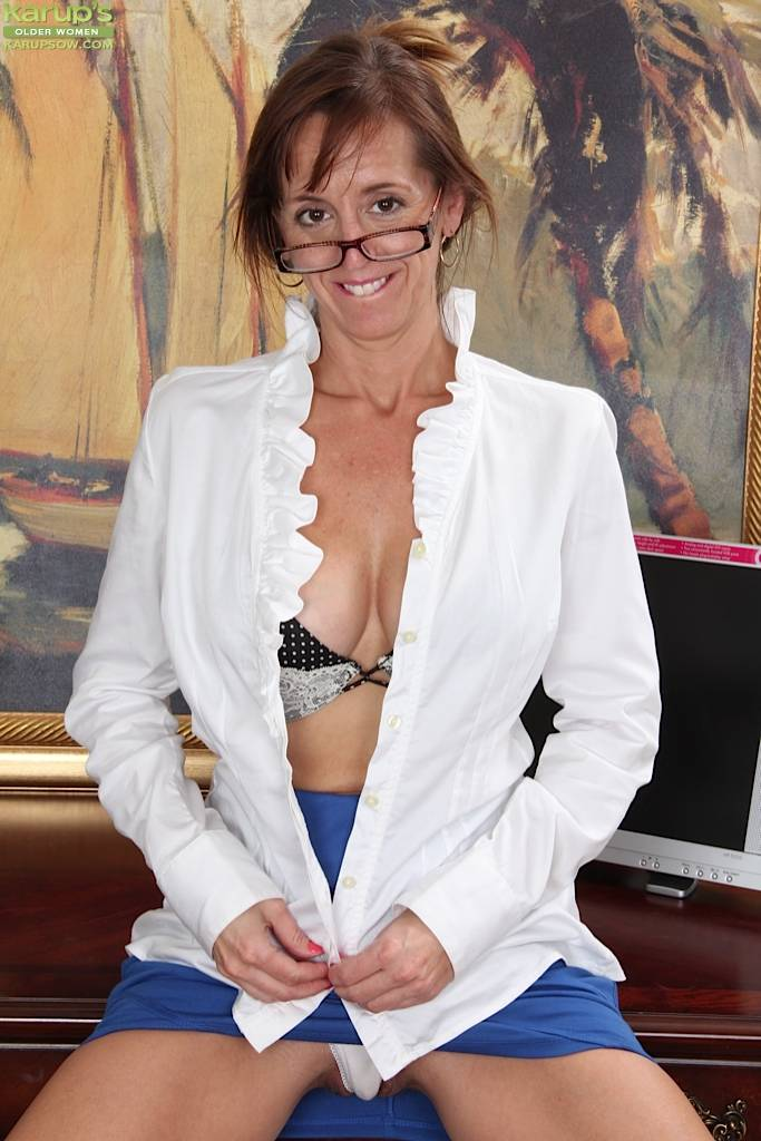 Busty Cougar Karen Smith Gets Naked At The Office At Karupsow