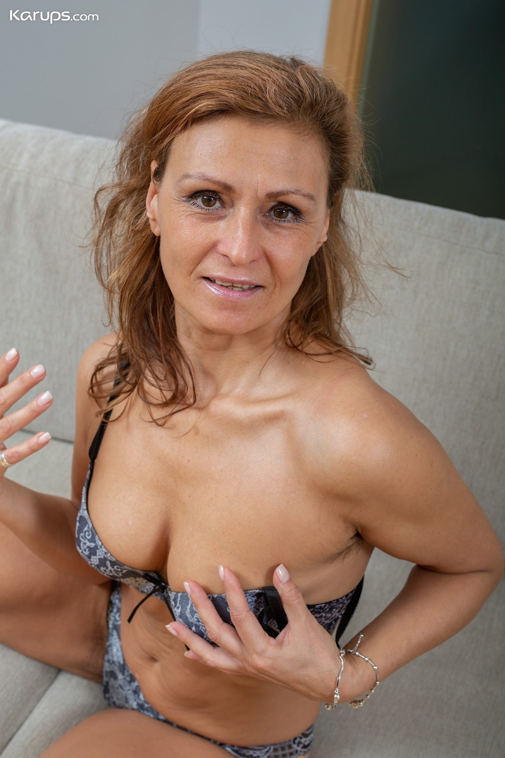 Sexy Milf Drugaya Exposes Her Hairy Older Pussy At Karupsow