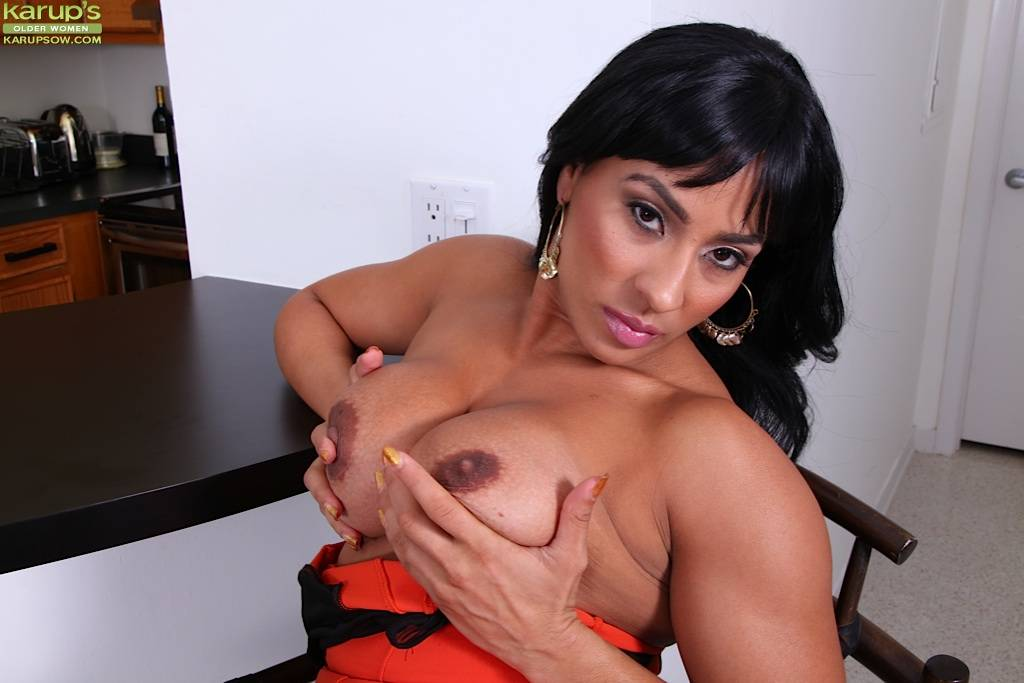 Busty Older Slut Becca Diamond Spreads Thick Ass At Karupsow