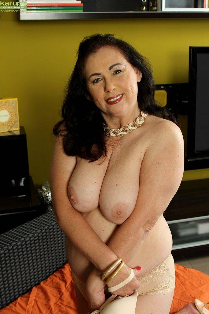 Thick Curvy Mature Woman Kata Toys Her Wet Pussy At Karupsow