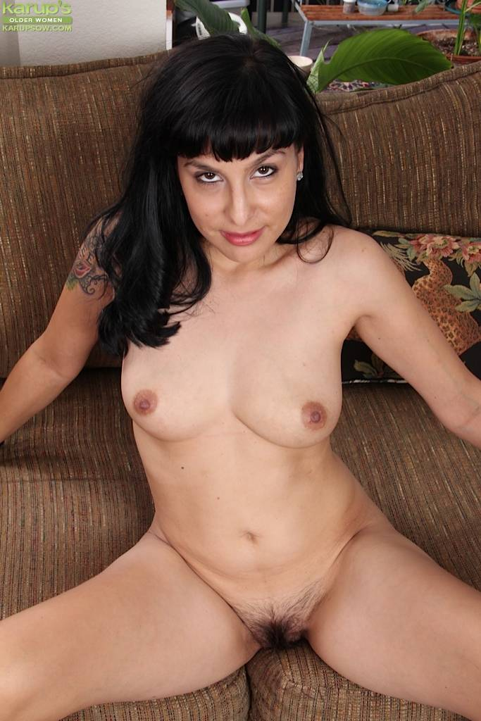 Tattooed Milf Penelope Patterson Toying Hairy Pussy At Karupsow