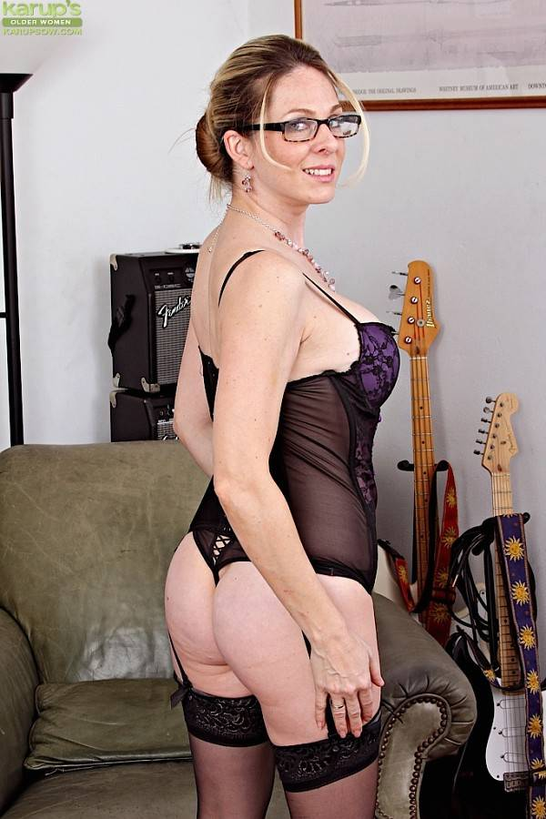 Sexy Milf Angela Attison Strips Naked After Work At Karupsow