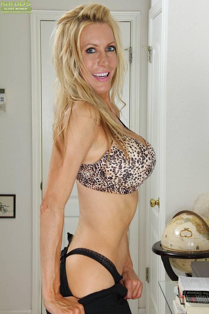 Stunning Mature Cougar Pamela Rivett Exposes Big Fake Tits At Karupsow