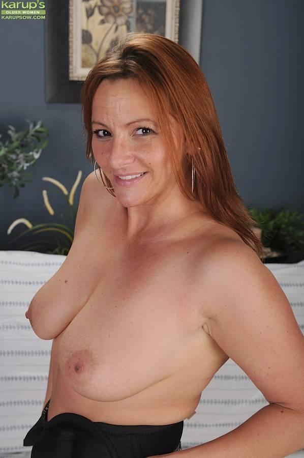 Gorgeous redhead MILF Gia Sophia drops her panties at Karupsow