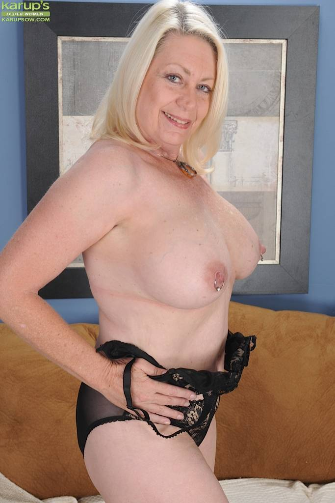 Horny granny Angelique spreads her older pussy at Karupsow