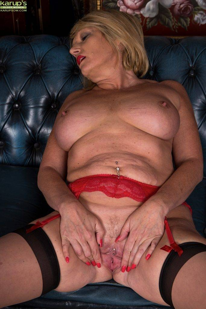 Busty Cougar Amy Goodhead Spreading Her Pierced Pussy At Karupsow