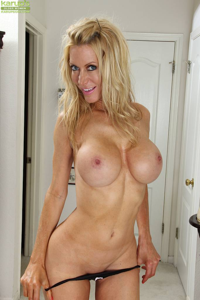 Stunning mature cougar Pamela Rivett exposes big fake tits at Karupsow