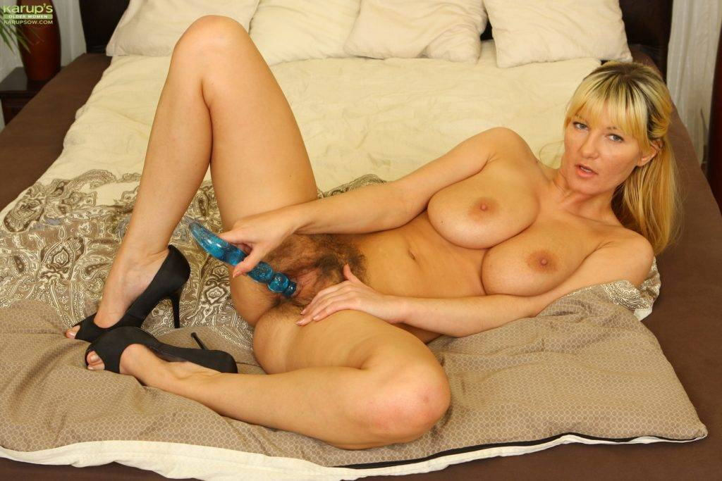 Busty Mature Babe Vanessa Lovely Toying Her Very Hairy Older Pussy At Karupsow