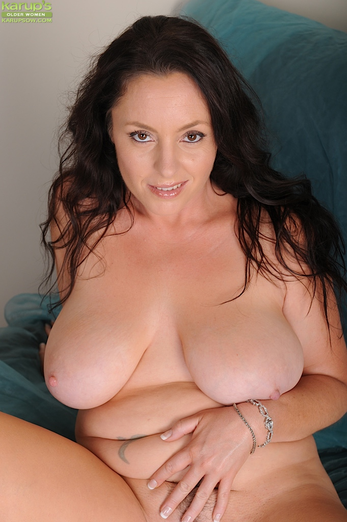 Curvy Brunette Milf Tamara Fox Bends Over And Touches Her Toes At Karupsow