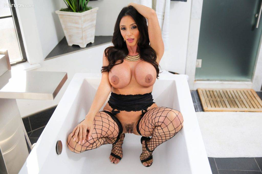 Busty And Hairy Mature Babe Ariella Ferrera Fingers Her Asshole At Karupsow