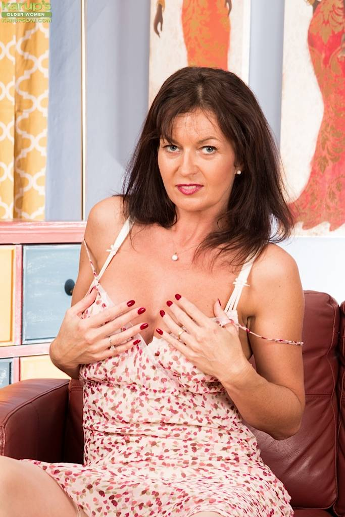 Older Babe Lucy Heart Strumming Her Sensitive Clit At Karupsow