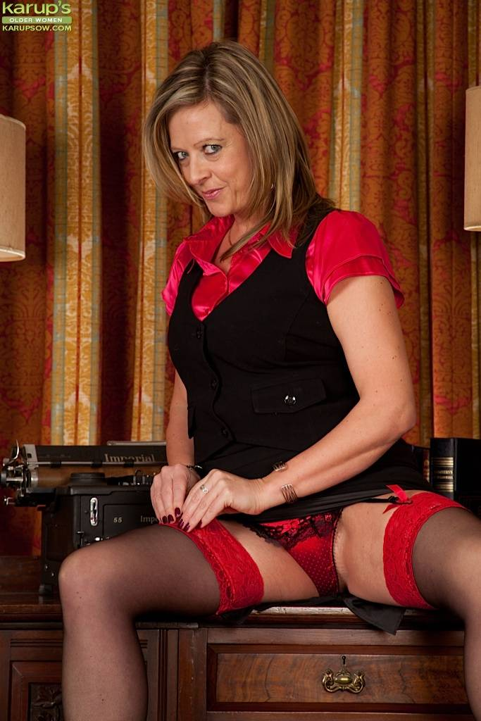 Office Milf Louise Pearce Gets Naked On Her Desk At Karupsow