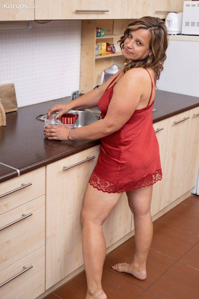 Bbw Housewife Diya Fingers Her Pussy On The Kitchen Counter At Karupsow