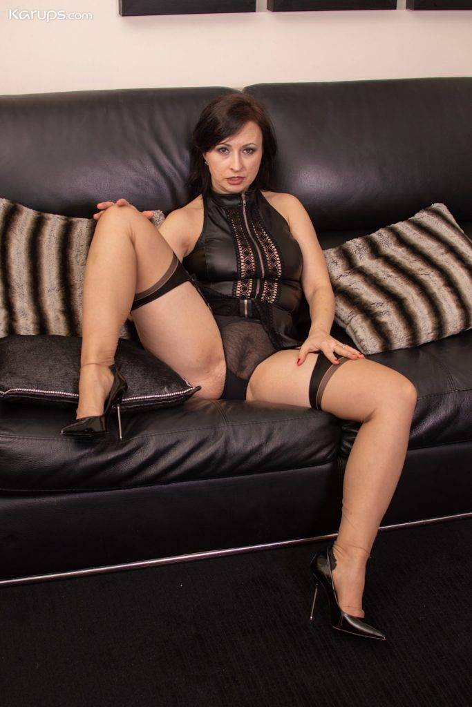 Lovely Mature Amateur Wanillianna With Dildo Between Her Sexy Legs At Karupsow