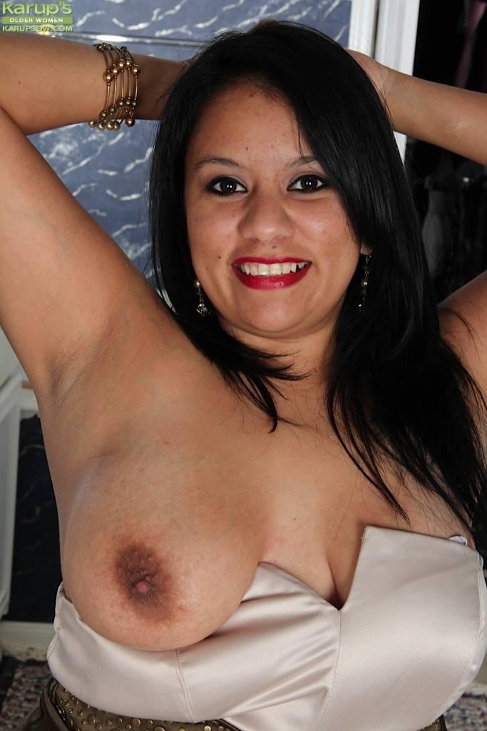 Bbw Latin Milf Lucey Perez Spreading Her Pussy At Karupsow