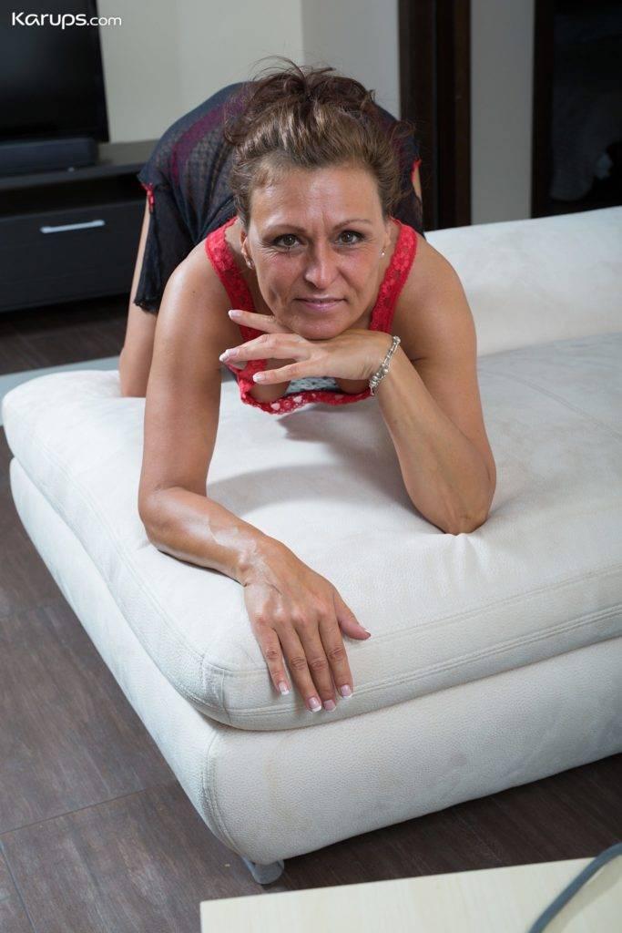 Gorgeous Older Housewife Drugaya Ironing Clothes While Naked At Karupsow