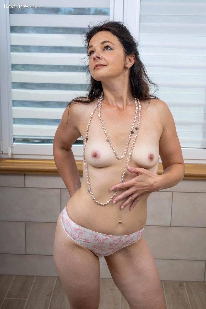 Sexy Brunette Milf Anette Harper Masturbates In The Bathroom At Karupsow