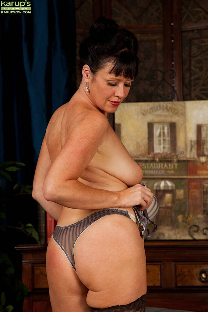 Older Babe Elise Summers Wearing Only Black Stockings At Karupsow