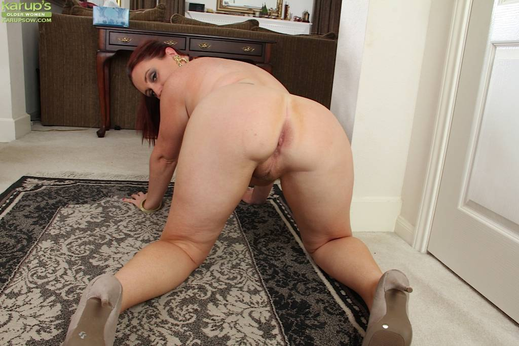 Milf Phoebe Brown Exposes Her Thick Juicy Ass At Karupsow