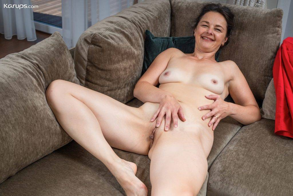 Mature Babe Anette Harper Toys Pussy After A Glass Of Wine At Karupsow