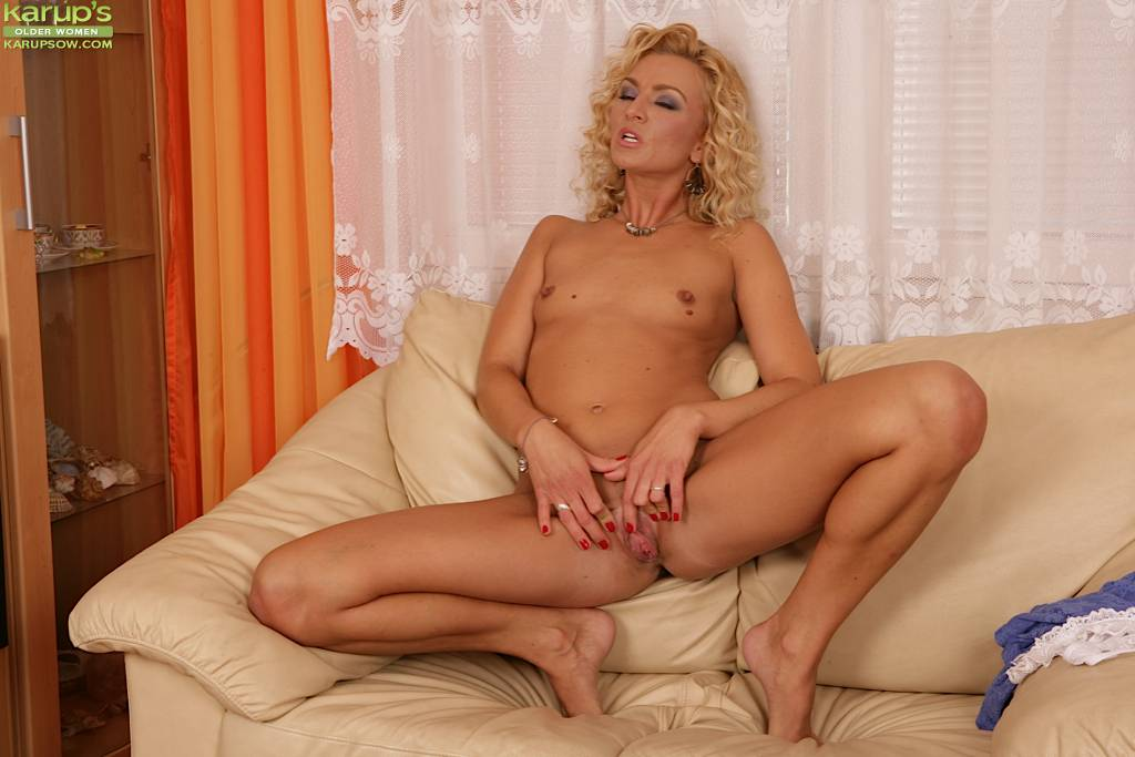 Tall Blonde Milf Sophia Magic Fingers Her Shaved Pussy At Karupsow