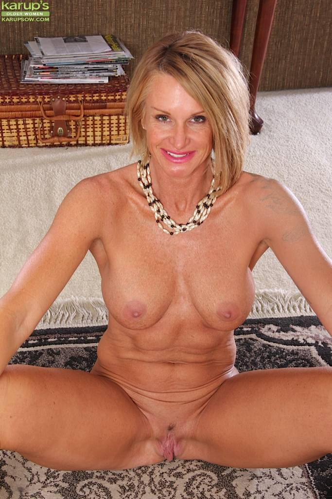 Busty Cougar Mason Vonne Spreads Older Pussy Lips At Karupsow