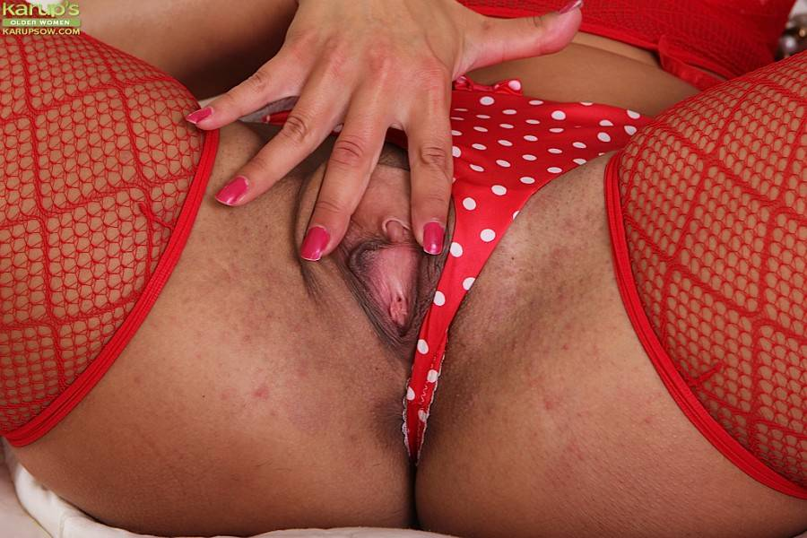 Valentina Ross Peels Off Red Lingerie And Dildos Her Older Pussy At Karupsow