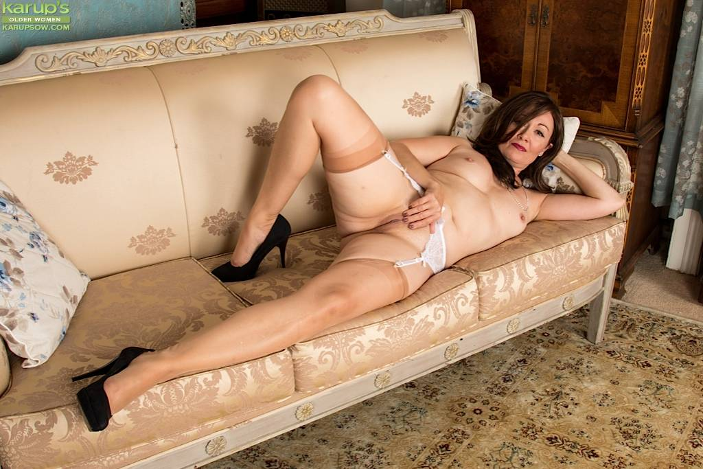Mature Amateur Kitty Cream Spreads Her Pussy At Karupsow