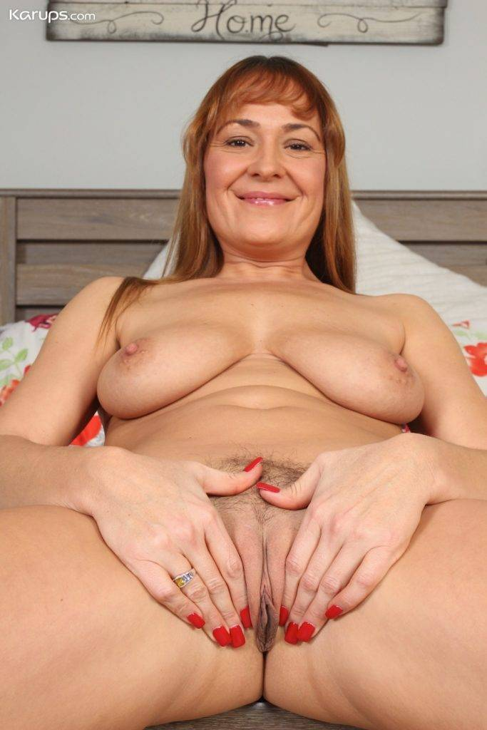 Older Babe Elexis Monroe Uses Magic Wand On Her Trimmed Pussy At Karupsow