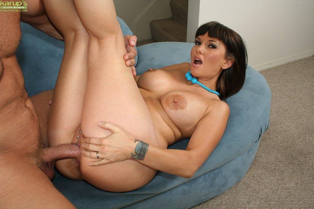 Mature Slut Carrie Licks His Balls Before Getting Her Pierced Pussy Slammed At Karupsow