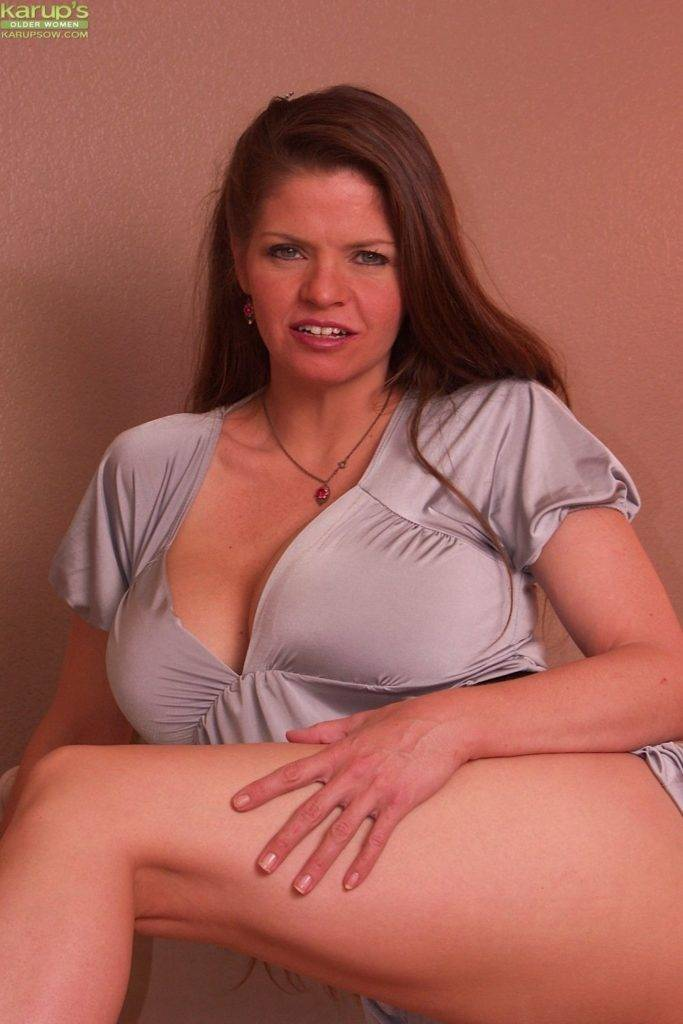 Busty Mature Cougar June Summers Gets Fucked Hard On The Sofa At Karupsow