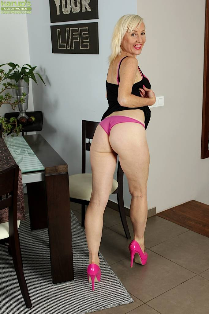 Horny Wife Tina Fingers Pussy Wearing Only Pink Heels At Karupsow