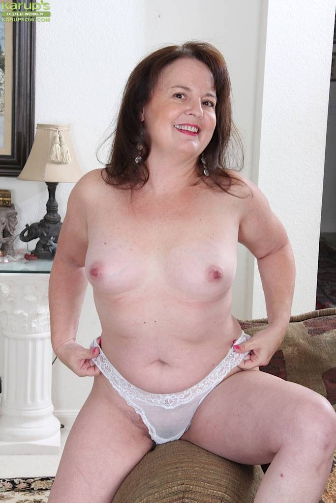 Curvy Housewife Felicia Mcdonald Spreads Hairy Pussy At Karupsow