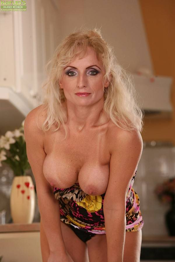 Older Babe Kyra Blond Fingers Her Pussy In The Kitchen At Karupsow