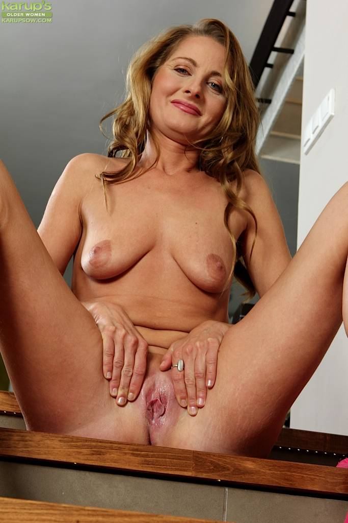 Michelle Gaia Gives Closeup Of Her Shaved Mature Pussy. At Karupsow