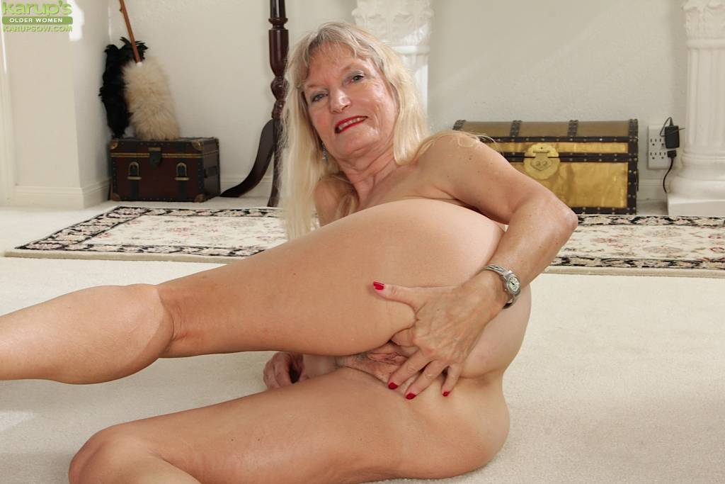 Horny Grandma Lis Cognee Plays With Her Older Box At Karupsow