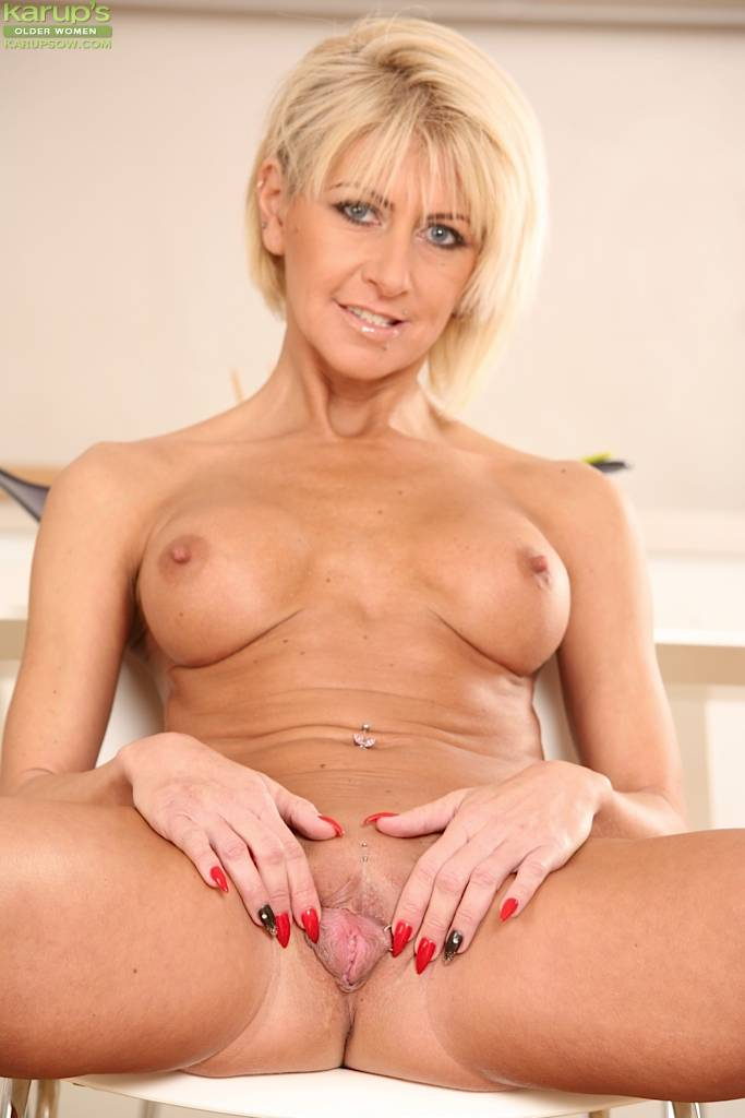 Firm Breasted Mature Blonde Cathie Masturbating At Karupsow